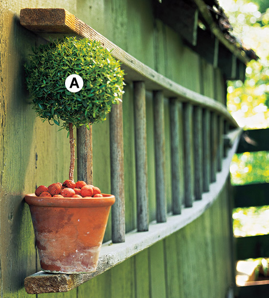 Clever container gardens for small spaces for Creative garden ideas small spaces