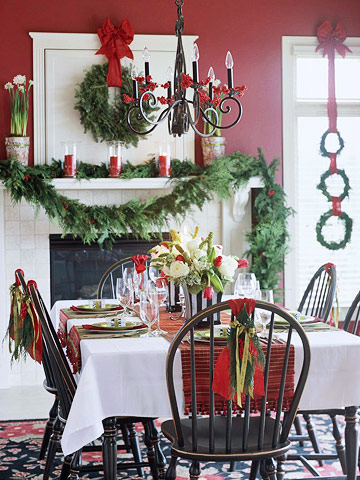Set A Stylish Christmas Table - Christmas tartan table decoration