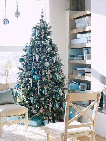 Christmas Tree With Blue Decorations Holiday Trend Decorate In Blue And Brown