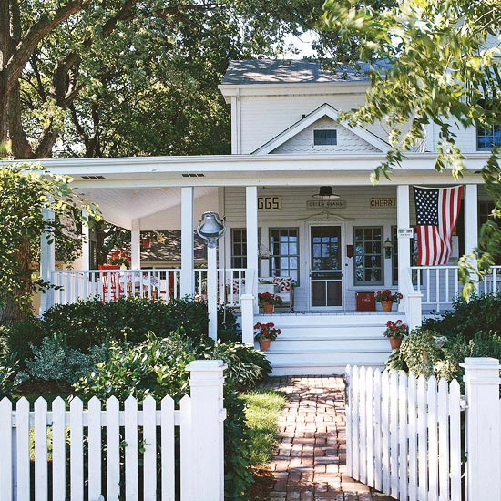 House Tours: A Cottage in Red, White, and Blue