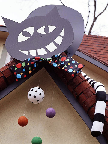 Create a Giant Rooftop Cat for Halloween