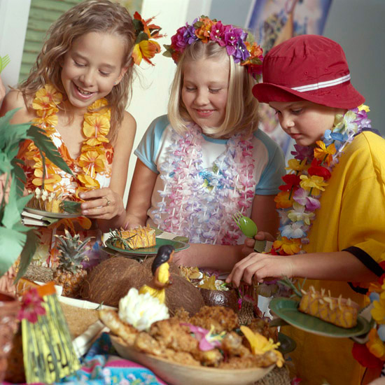 Kids Parties Throw a Hawaiian Luau