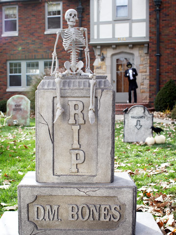 Make a D.M. Bones Tombstone for Halloween