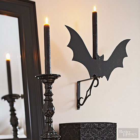 Make a Bat Sconce for Halloween