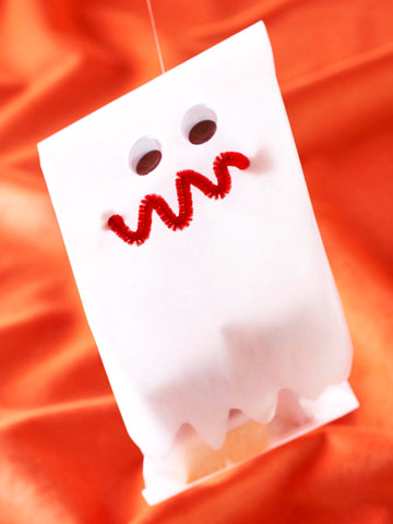 Make a Ghostly Halloween Treat Bag