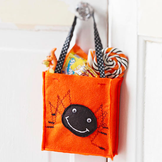 Make a Spooky Spider Treat Bag for Halloween