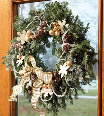 Make Your Own Winter Snowflake Wreath for Christmas
