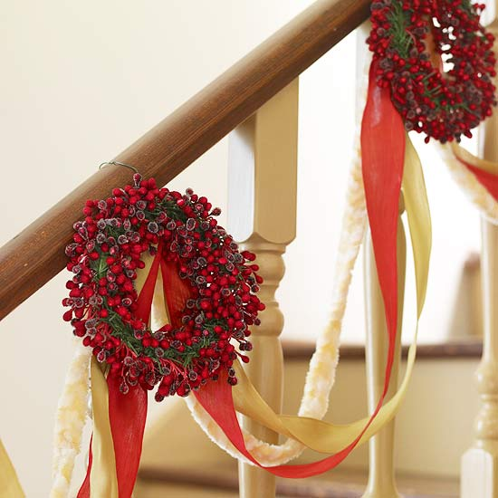 Ribbons-and-Wreaths Garland