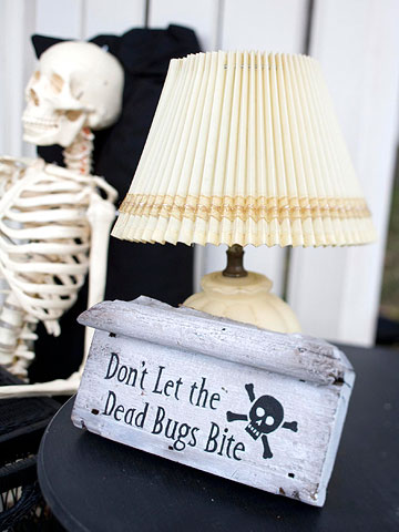 Dead & Breakfast Inn Signs with Clever Halloween Phrases