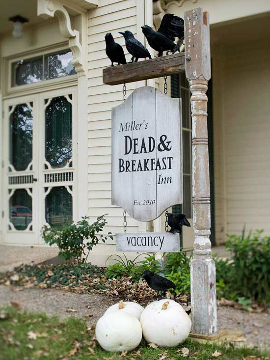 Dead & Breakfast Inn Sign for Halloween