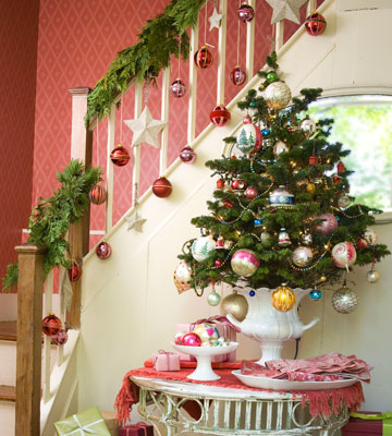 Keeping the christmas spirit alive 365 25 ways to - Christmas decorations for stair rail ...