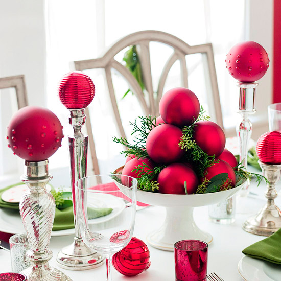 Easy Ornament Centerpiece