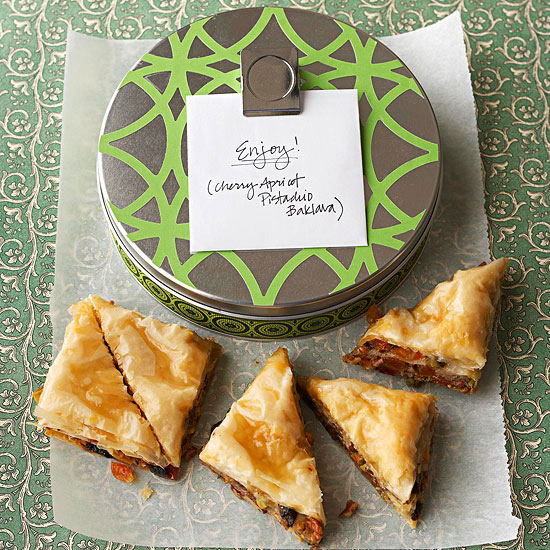 Holiday Food Gifts: Recipes & Wrapping Ideas Featuring Tins