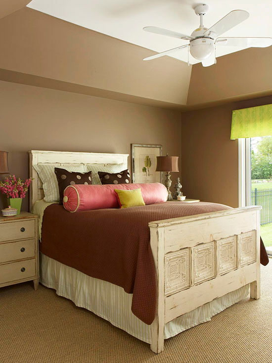 Bedroom Decorating In Pink And Red Better Homes And Gardens