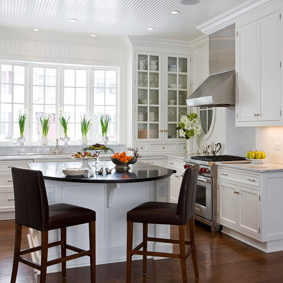 Must-See Eat-In Kitchens