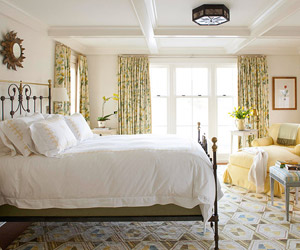 Today S Classicists Often Take A Lighter Brighter Approach To Traditional Bedroom Designs Saturated Jewel Tones And Formal Pattern Textiles Have Given Way