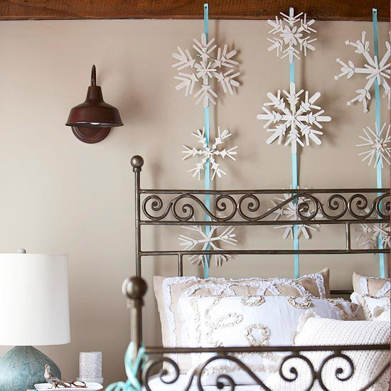 Top Indoor Christmas Decoration: Falling Snowflakes Decoration