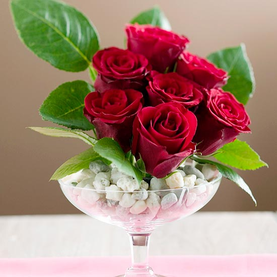 Easy Ways to Display a Dozen Roses