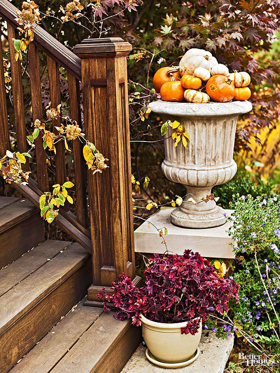 Fall outdoor decorating from halloween to thanksgiving for Pictures of fall decorations for outdoors