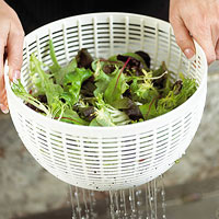 How to Make a Crisp Green Salad