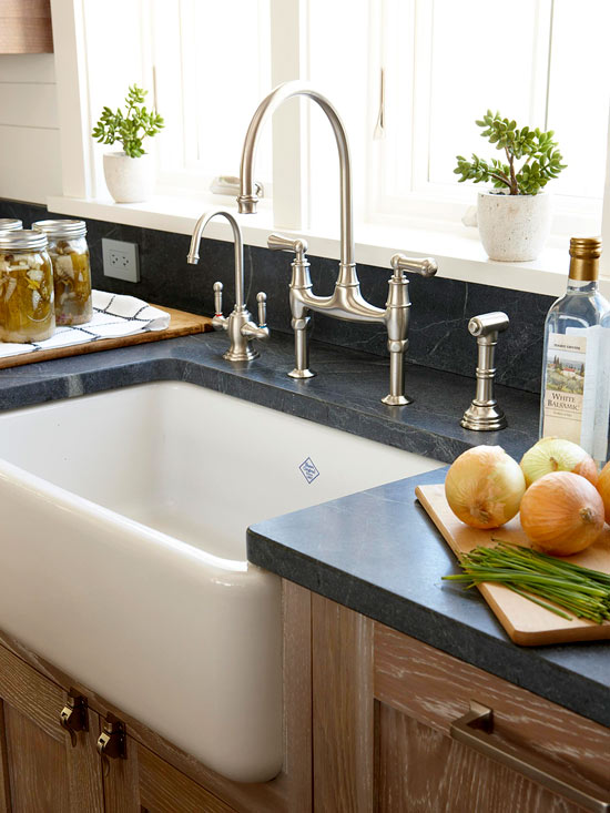 Is it possible to remove rust stains in a porcelain sink?