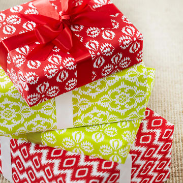How to Wrap a Christmas Gift