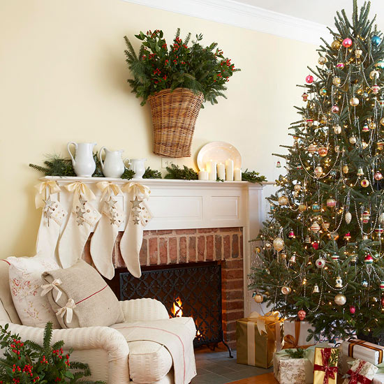 Go with Tradition When Decorating a Tree