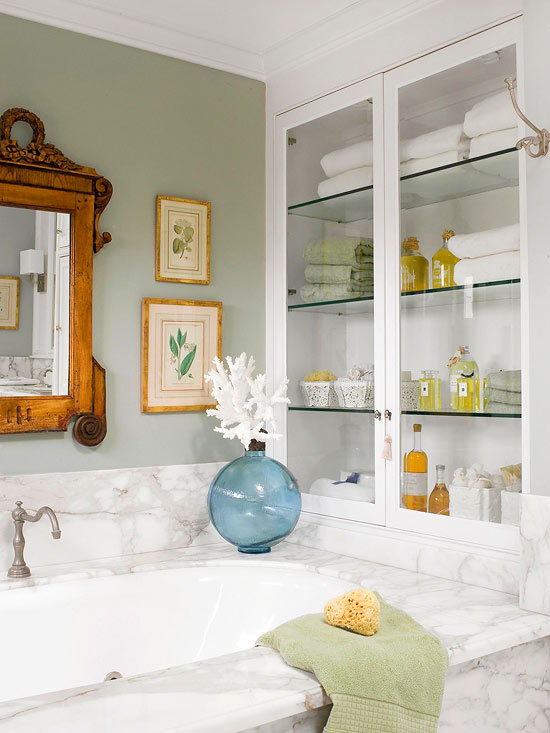 Cut Clutter in Your Bathroom