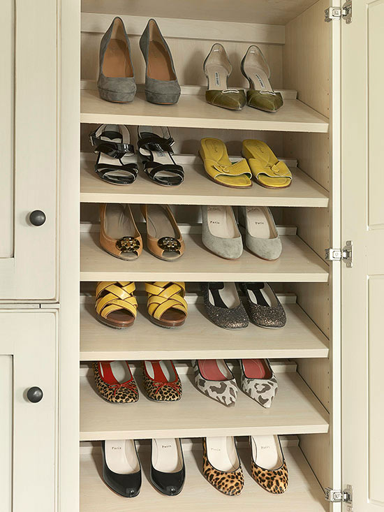 Features: Slanted Shoe Rack