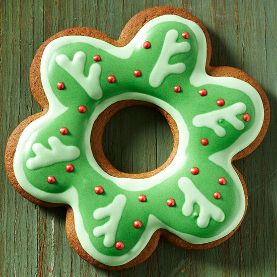 Scalloped Wreath Gingerbread Cookies