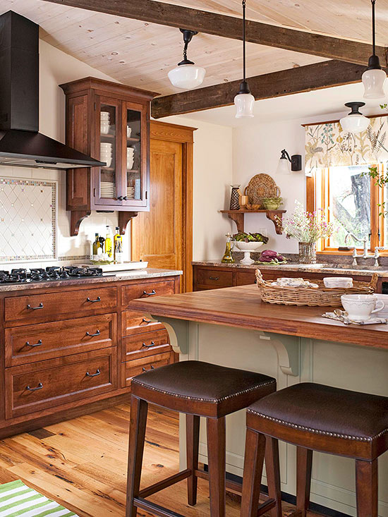 Decorating with oak cabinets for Oak kitchen ideas designs