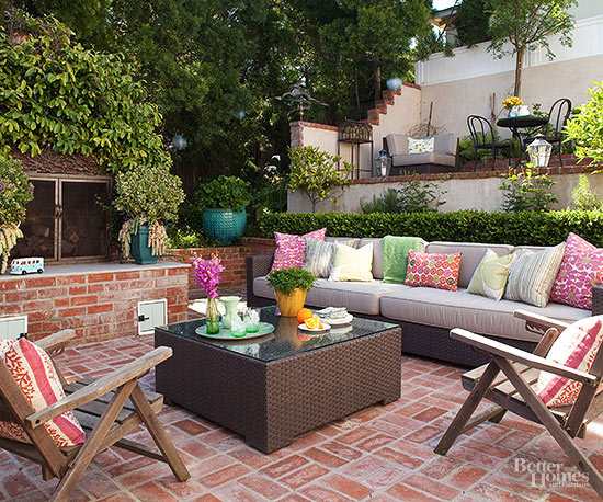 8 tips for choosing patio furniture for Decorate small patio area