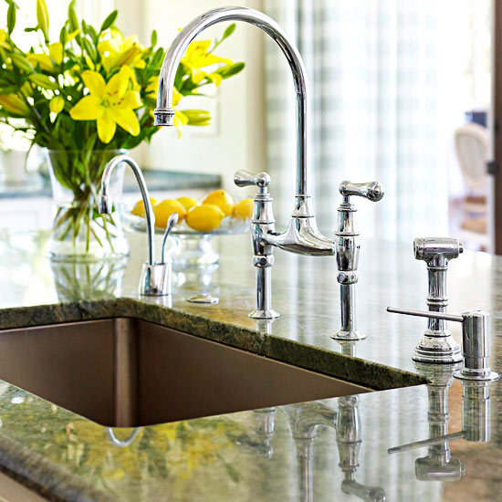 Single-Bowl Kitchen Sinks