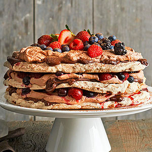 Boccone Dolce Meringue with Chocolate Cream and Berries