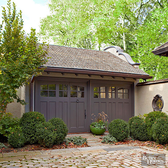 Garage Door Landscaping Ideas: Detached Garage