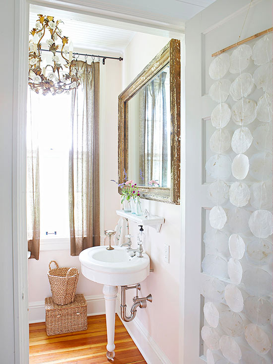 Bathrooms with vintage style for Antique bathroom decorating ideas