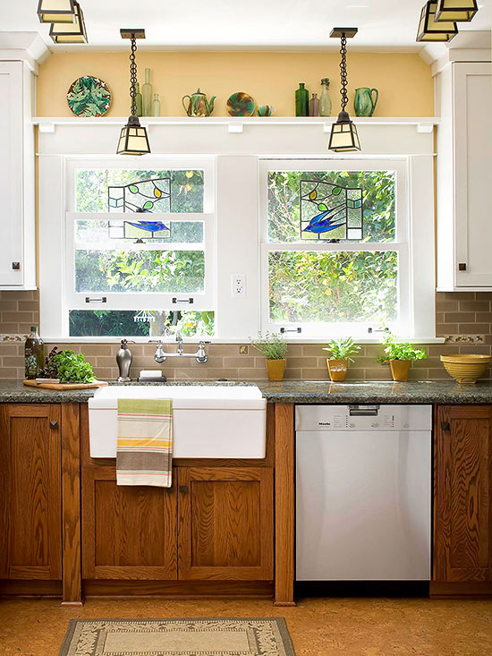 Decorating with oak cabinets for Kitchen pictures with oak cabinets