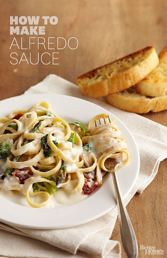 What are the best types of dishes for homemade Alfredo sauce?