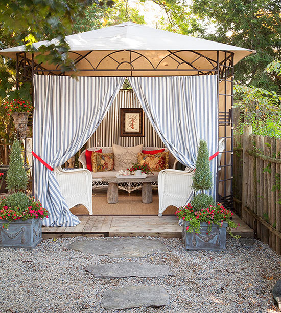 15 Cozy Outdoor Rooms
