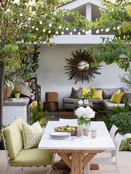 Casual Porch and Patio Dining