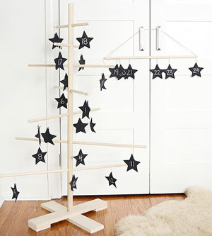 'Shine Bright: Christmas Star Decorations' from the web at 'http://images.meredith.com/content/dam/bhg/Images/2015/11/9/102680692.jpg.rendition.smallest.ss.jpg'