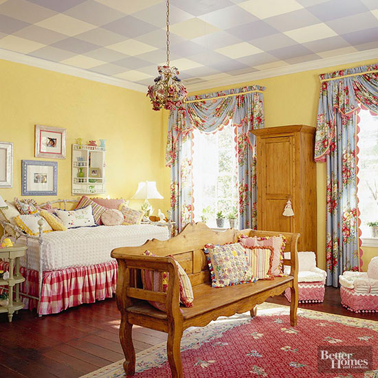 Gingham on ev-er-y-thing -- even the ceiling. Which brings us to probably  our favorite '90s trend .