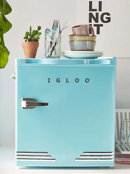 If You Love The Retro Look But Donu0027t Have The Budget To Add A Large Retro  Appliance To Your Kitchen, Then You Should Consider This Mint Retro Mini  Fridge At ...