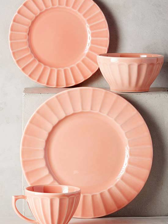 This Way for Stylish Summer Place Settings