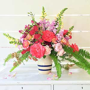 10 Garden-Fresh Flower Arrangements from Your Backyard