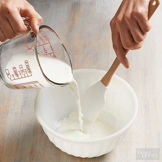 How to Substitute Soymilk for Milk