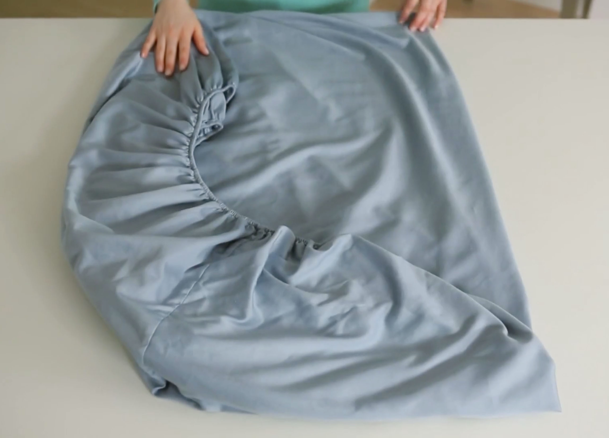 it may take a few tries to get it right but once youu0027ve got it down youu0027ll love folding fitted sheets - How To Fold Fitted Sheets