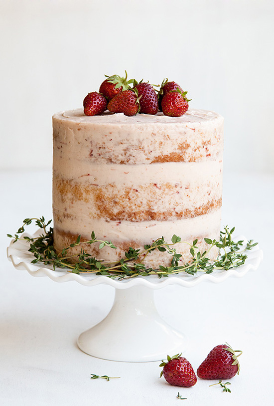 If You Don T Want To Bare It All A Super Thin Layer Of Icing On The Side Will Do Spread The Frosting Until Streaks Of The Cake Peak Through