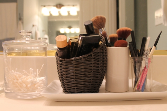 Simple tips for organizing toiletries for Bathroom tray for toiletries