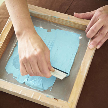 http://www.bhg.com/decorating/do-it-yourself/fabric-paper-projects/how-to-screen-print/